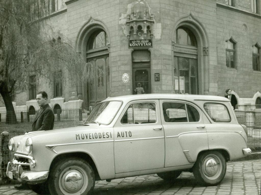 A kecskeméti könyvtár első művelődési autója