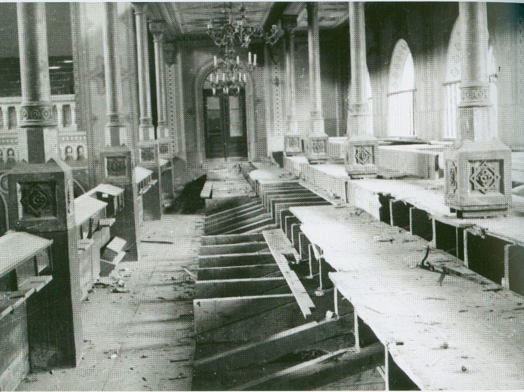 A zsinagóga belülről a II. világháború után.