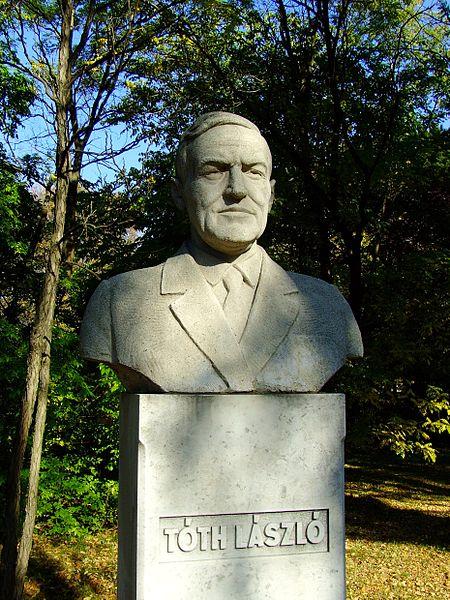 Tóth László szobra a Noszlopy Gáspár parkban
